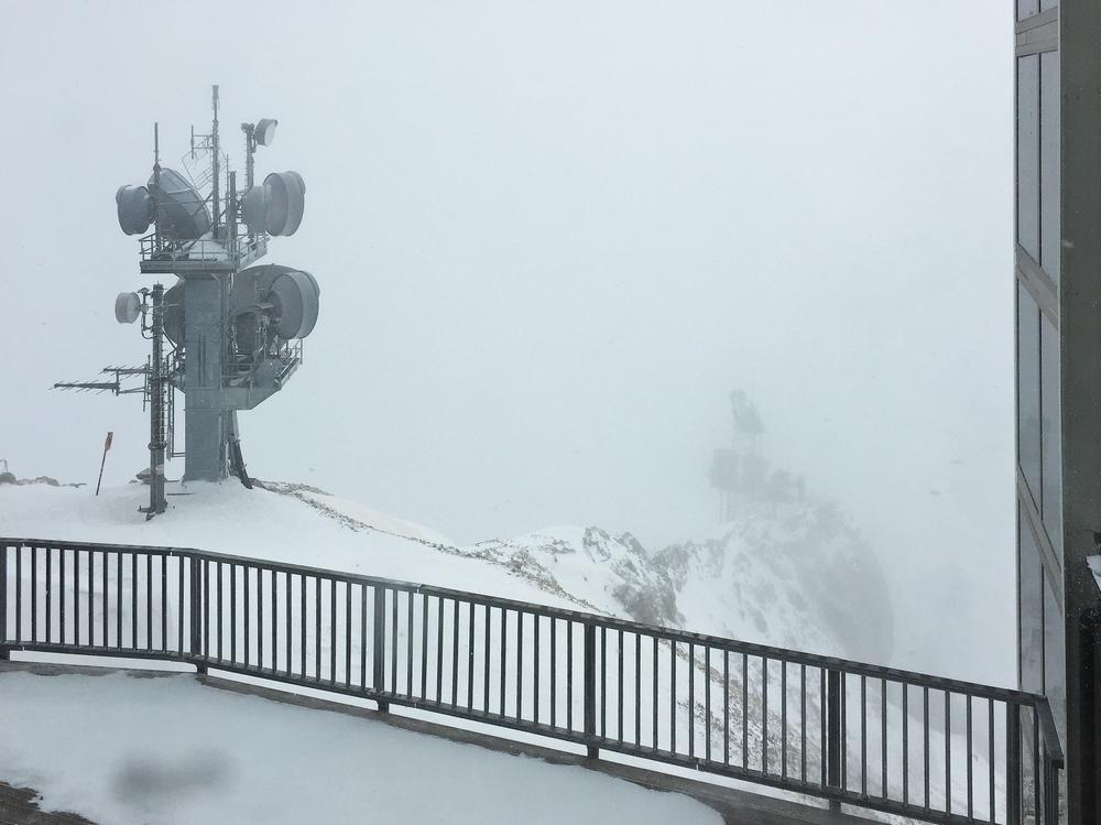 Aussichtsterrasse Zugspitze Nebel