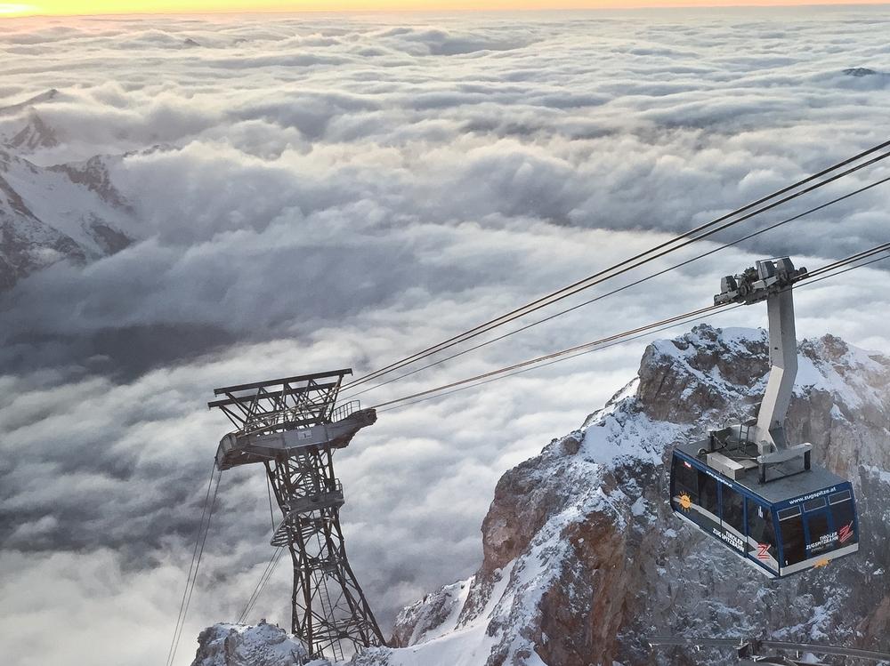 Zugspitze Gondel Sonnenuntergang
