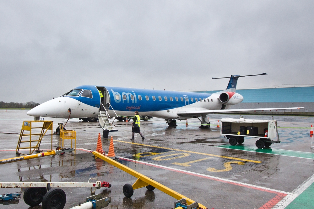 bmi regional Flugzeug Embraer ERJ 145