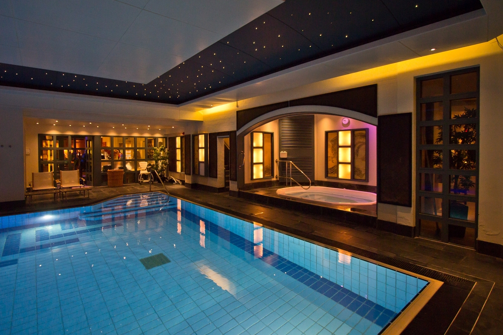Pool Jacuzzi Careys Manor Hotel & SenSpa