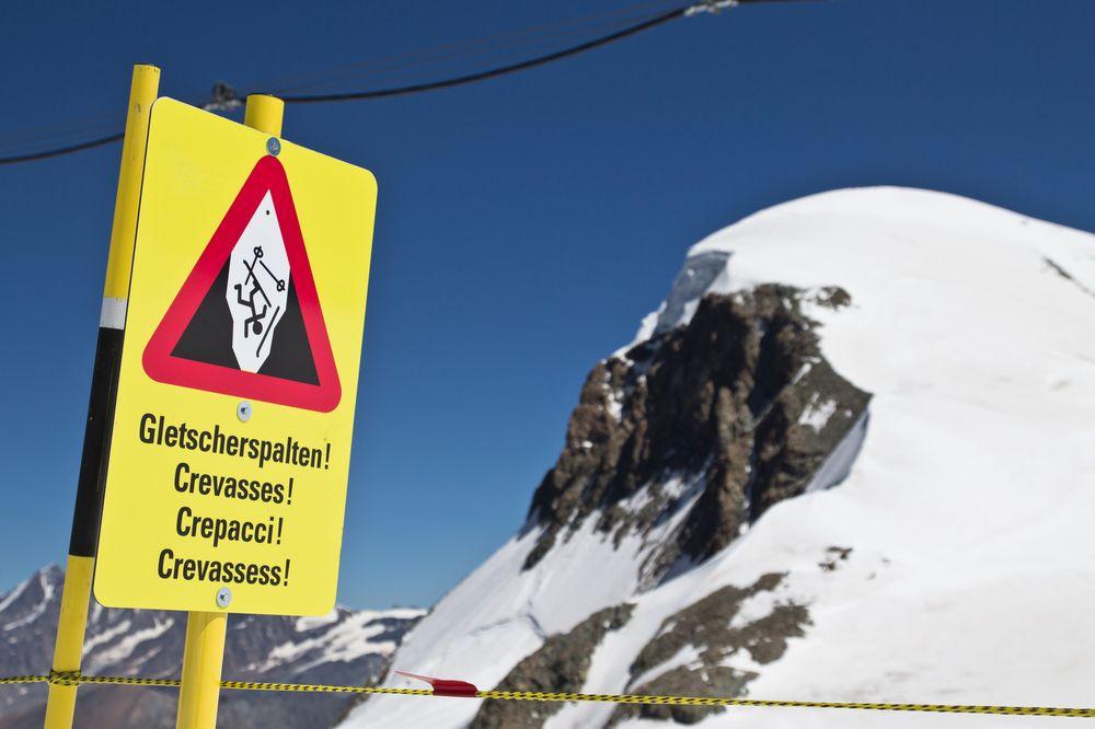 Gletscherspalten Warnschild