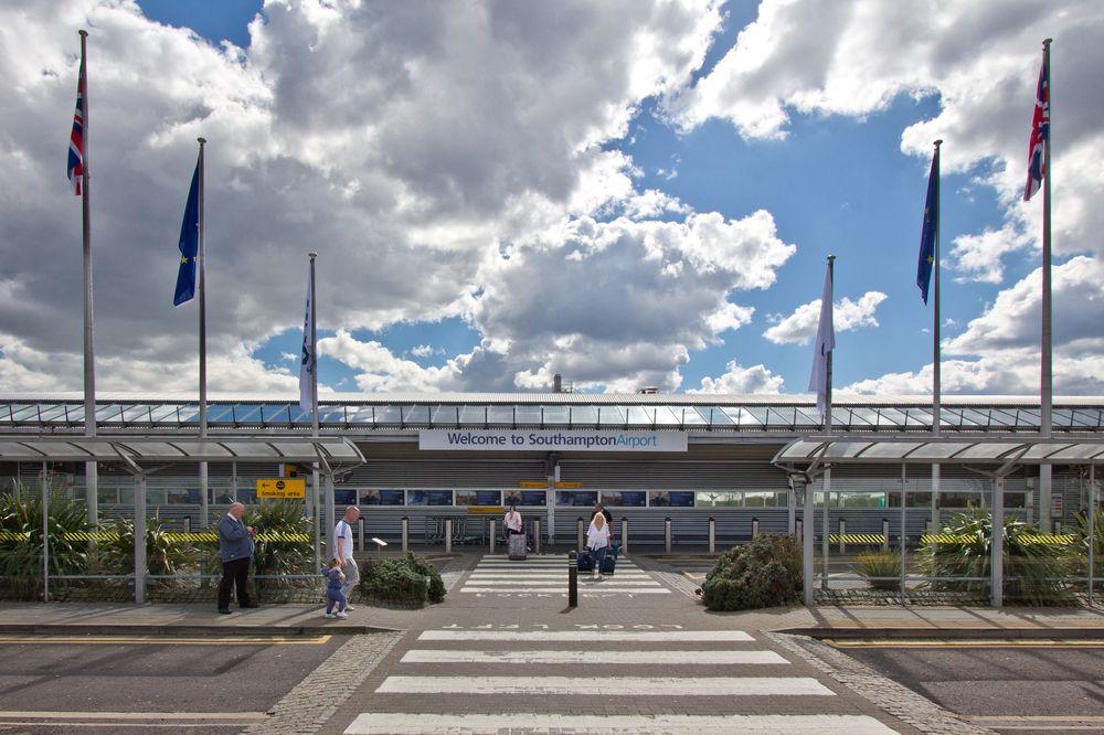Southampton Flughafen Terminal
