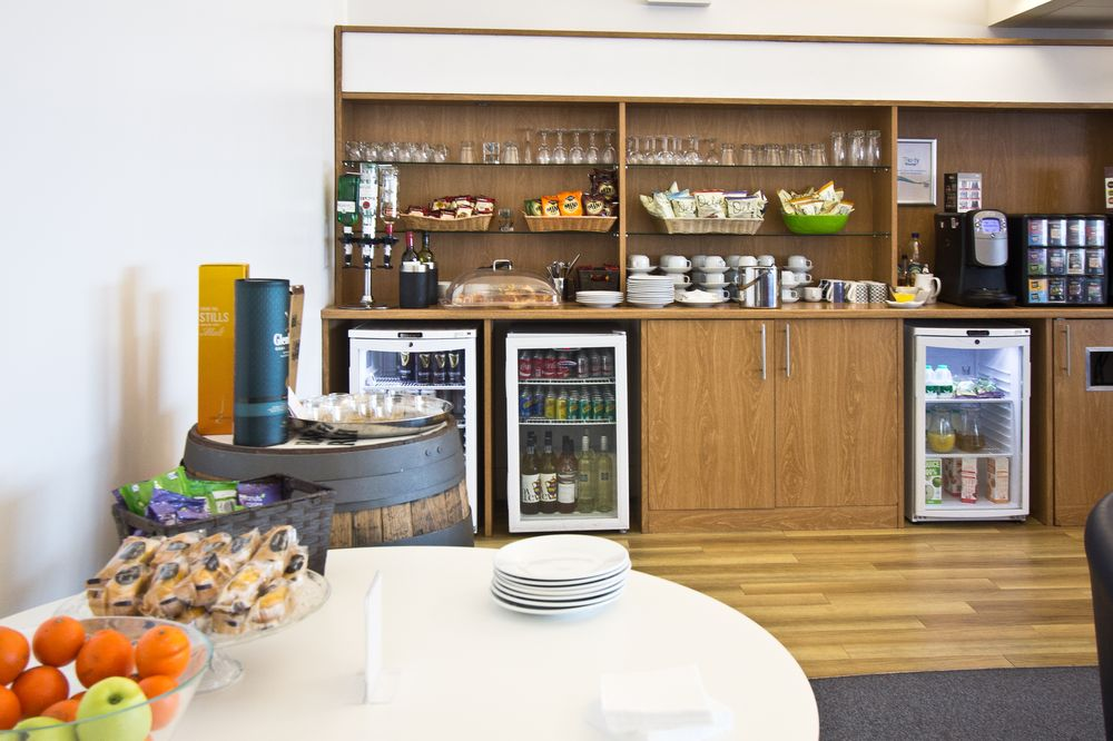 Bar Buffet Lounge Southampton Airport