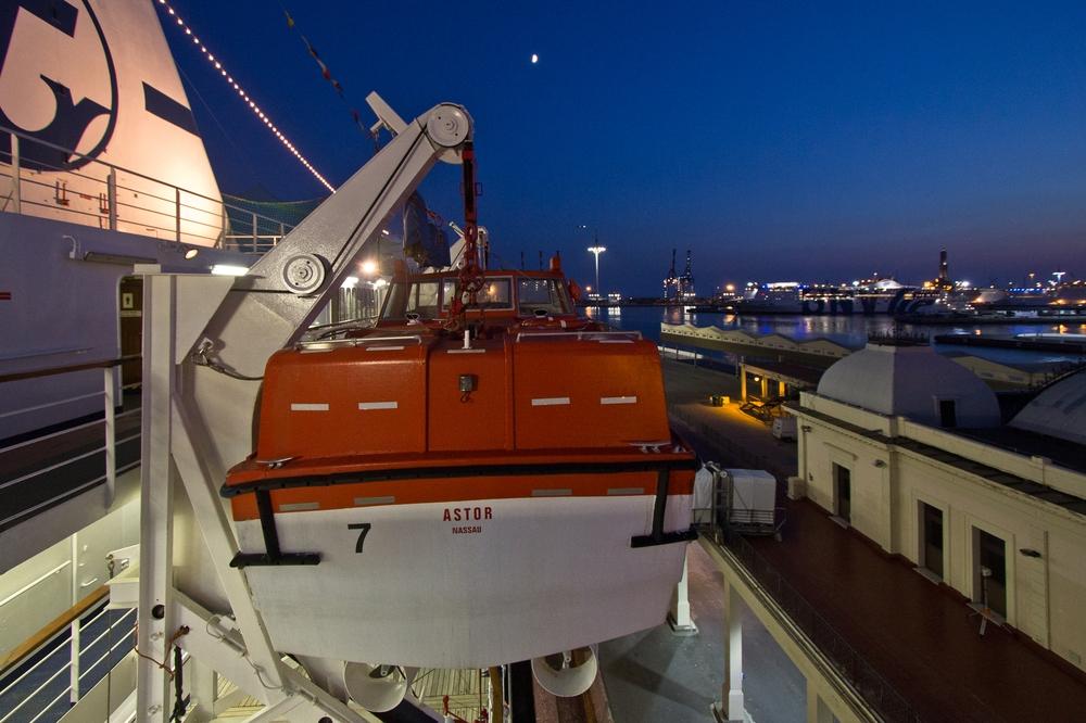 Seenotrettungsübung Rettungsboot MS Astor Kreuzfahrt
