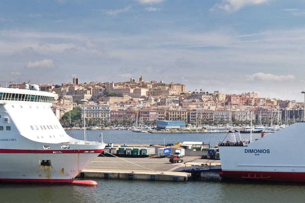 Hafen Cagliaria Fähre