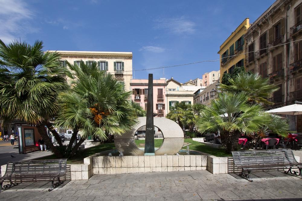 Cagliari Piazza Yenne Monumento a Carlo Felice