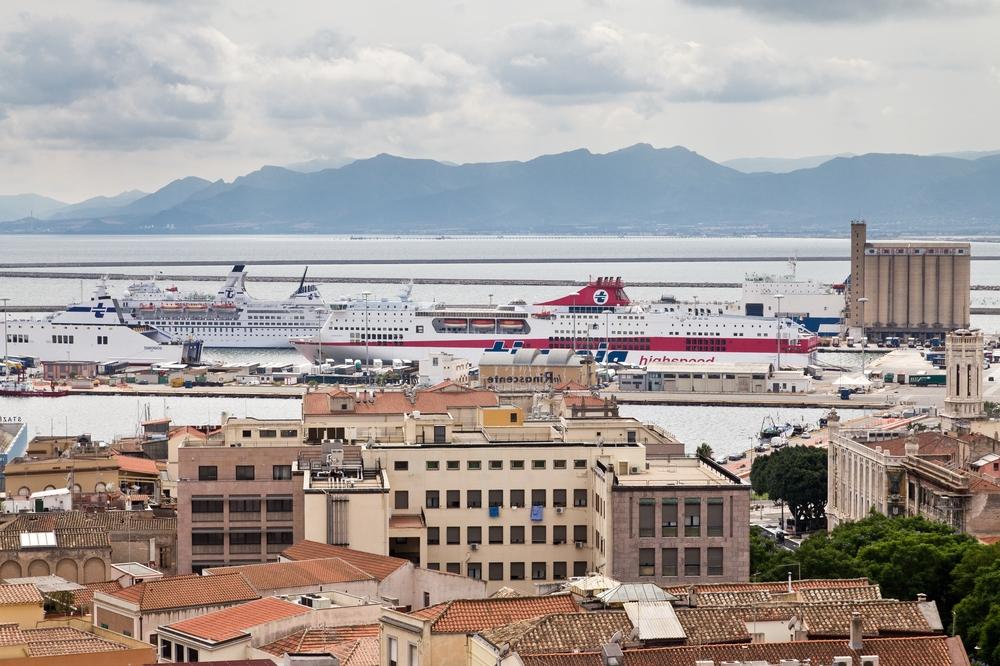 Sightseeing Cagliari Sardinien Übersicht Hafen
