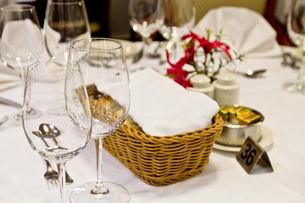 Waldorf Restaurant MS Astor Kreuzfahrt Abendessen Dinner
