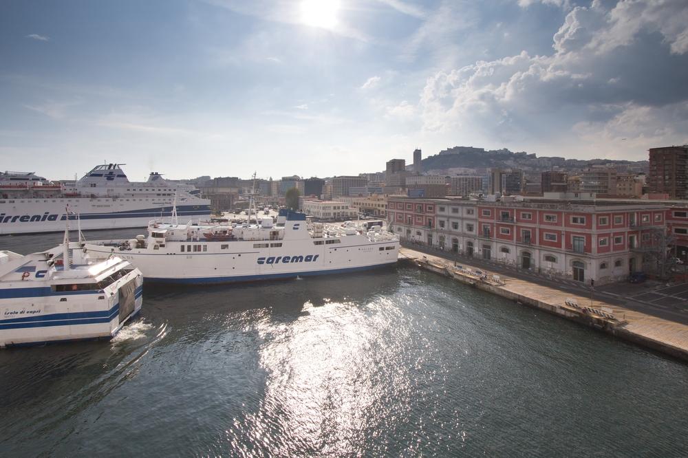 Fähren Hafen Neapel