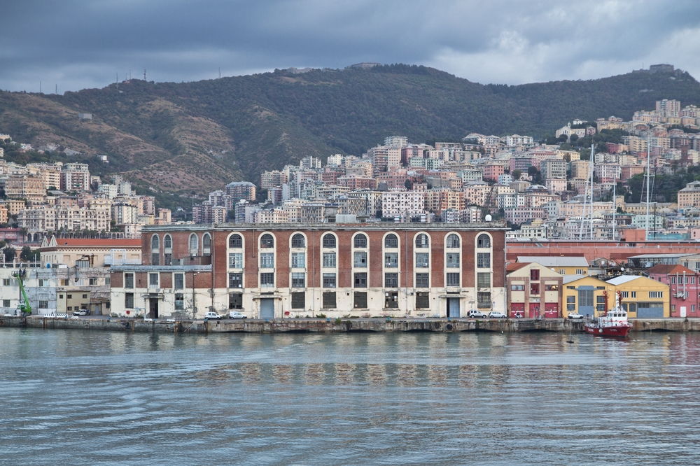 Stadt Genua vom Wasser aus