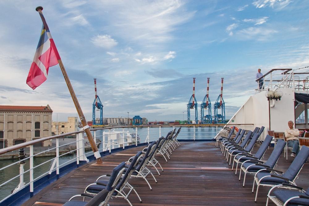 Sonnendeck MS Astor Hafen Genua