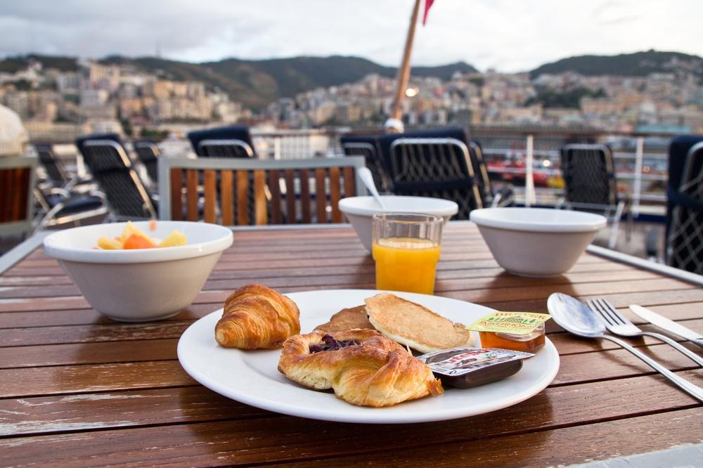 Frühstück Kreuzfahrt Sonnendeck MS Astor