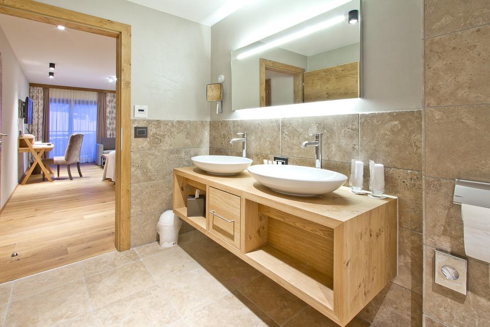 Badezimmer Familiensuite Chalet Ötztal Das Central Sölden