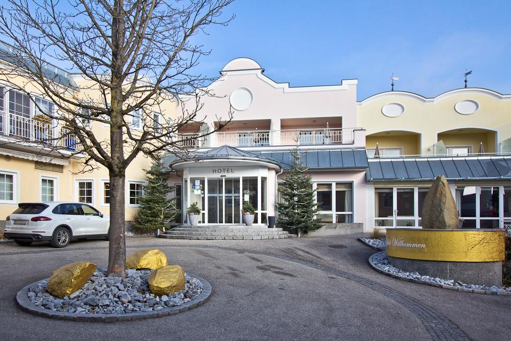 Hotel Almesberger Eingangsbereich Rezeption