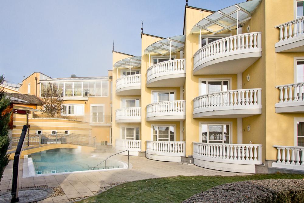Beheiztes Freischwimmerbecken Hotel Almesberger Wellness Urlaub