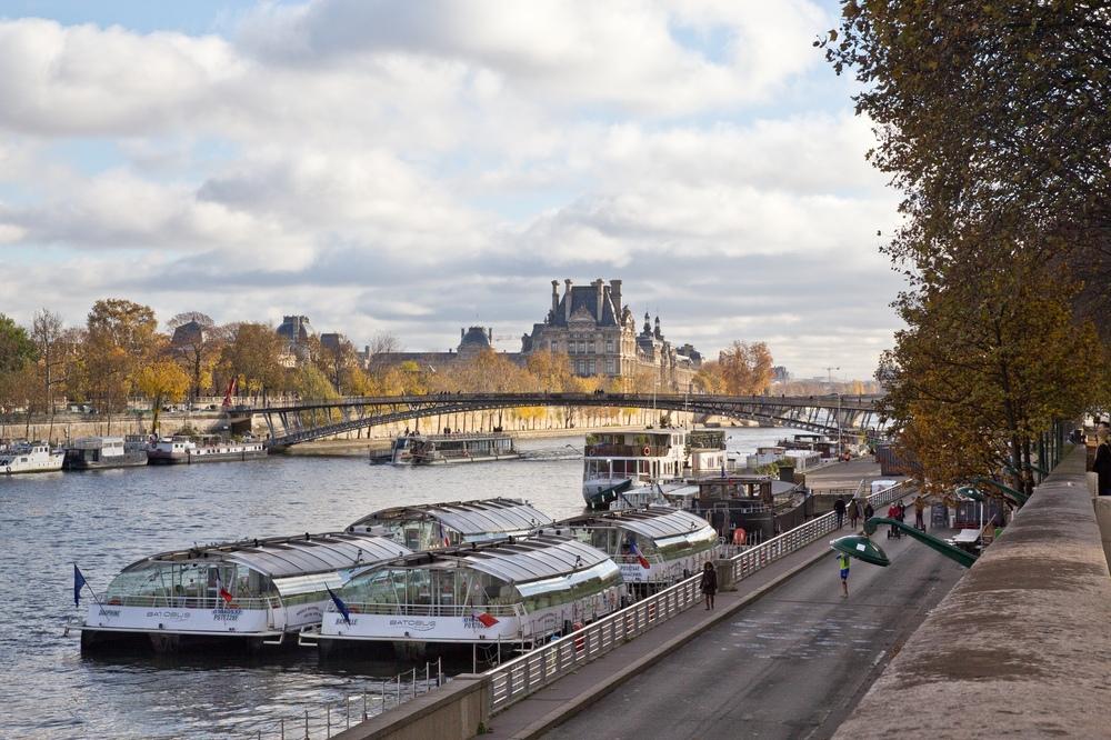 Paris Louvre Seine
