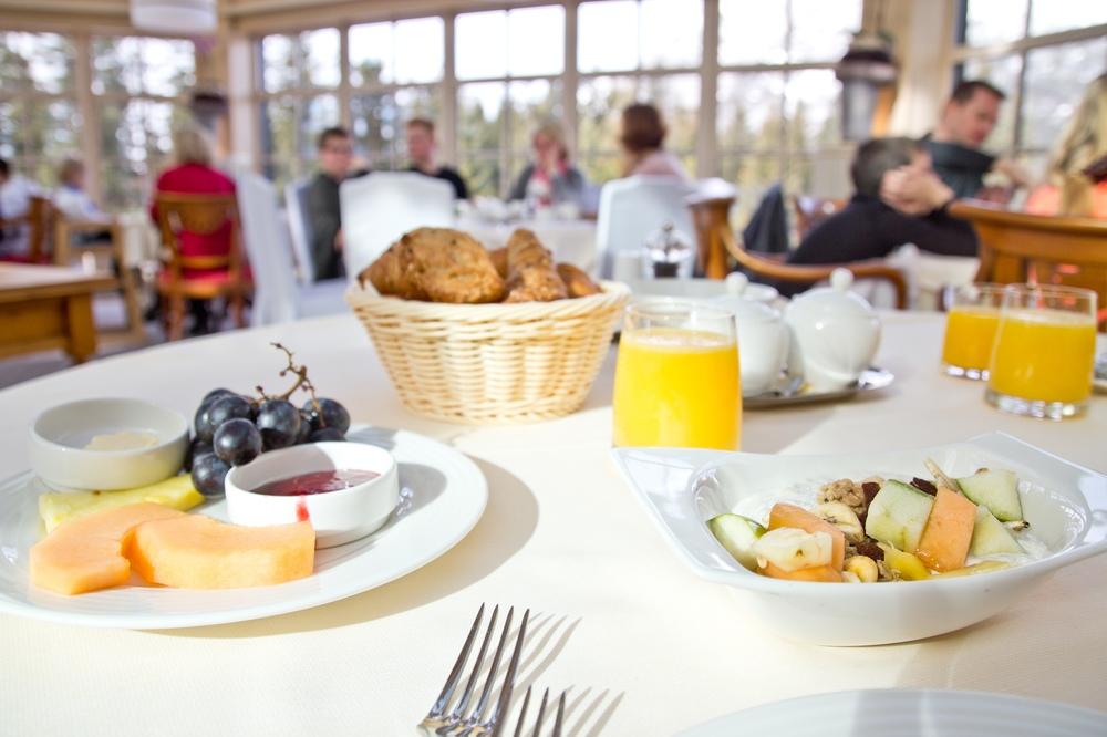 Interalpen-Hotel Tyrol Frühstück Buffet Restaurant