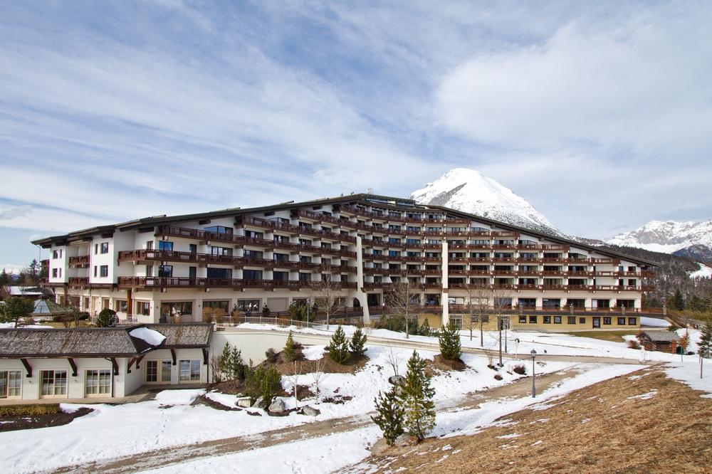 Interalpen-Hotel Tyrol Außenansicht Gebäude Totale