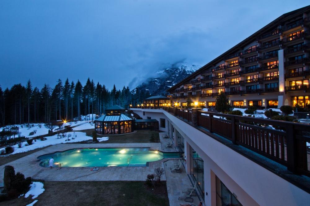 Interalpen-Hotel Tyrol Sonnenuntergang Blaue Stunde