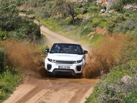 Wasserdurchfahrt Wasser Spritzen Land Rover Range Rover Evoque Cabrio SUV