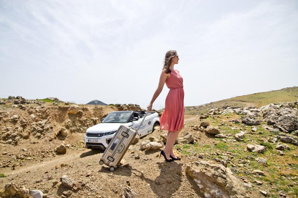 Rimowa Koffer eInk Electronic Tag Land Rover Tour Kreta