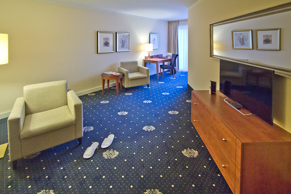 Wohnzimmer Junior Suite Hotel Vier Jahreszeiten Starnberg