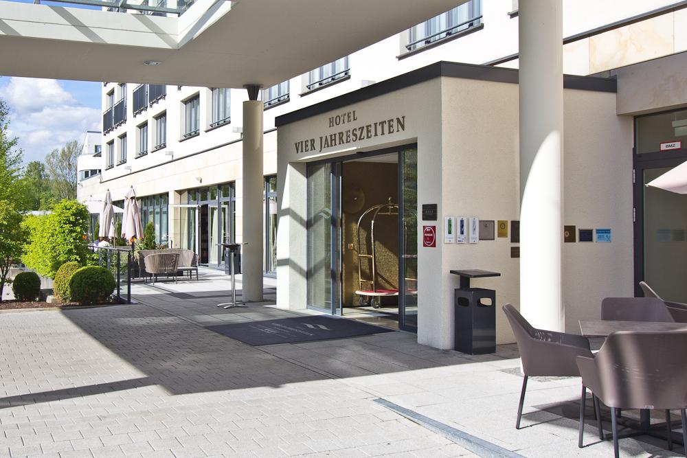 Eingangsbereich Hotel Vier Jahreszeiten Starnberg