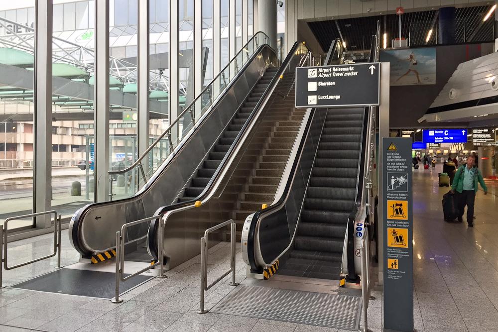 Rolltreppe Flughafen Frankfurt am Main Airport Lounge