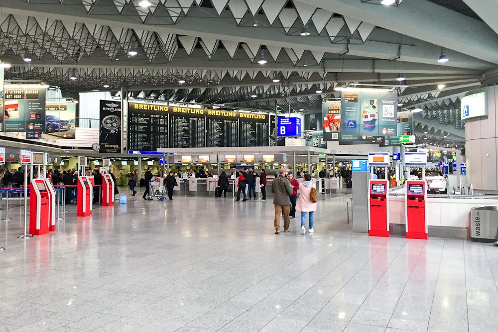 Halle Abflug Frankfurt Flughafen FRA